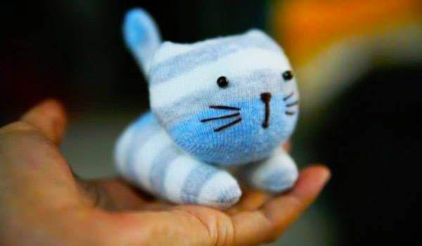 hacer gatito con calcetin