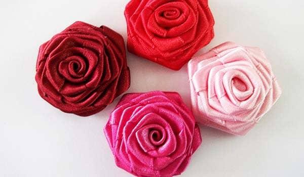 como hacer rosas con retales