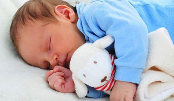 como hacer una manta de apego para bebe